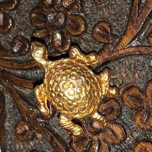 Small Gold Tone Turtle pin